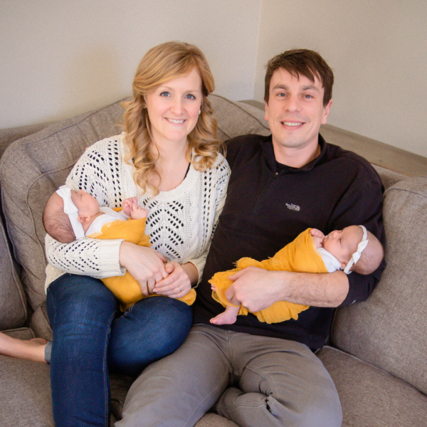 Embryo adoption parents Isaiah and Melissa Anderson with their twins Evelyn and Ivy.